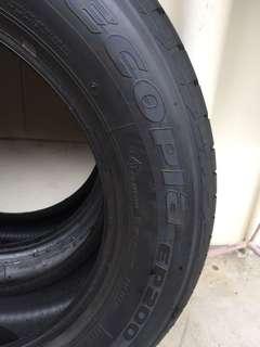 2 Bridgestone 195/60R15 tyres 98% new