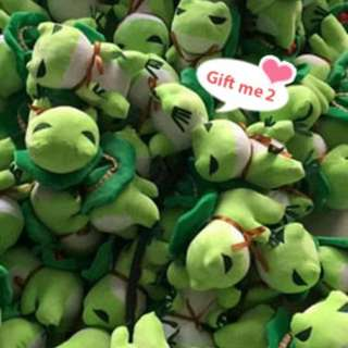 Traveling frog stuffed toy Frog plushie Soft toy Patung katak comel 旅行青蛙 青蛙玩偶 青蛙毛绒玩具