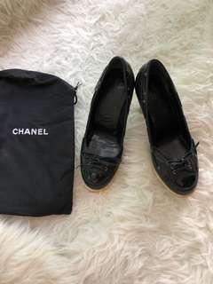 Chanel black court shoes 37
