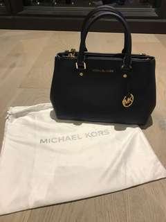 100% Authentic Michael Kors handbag in Navy Blue