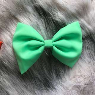Turquoise hair bow (SECOND PHOTO IS SIZE COMPARISON)