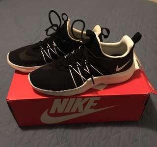 """Nike """"Darwin"""" shoes womens size 7"""