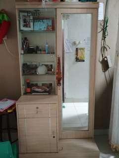 lemari sekaligus meja rias