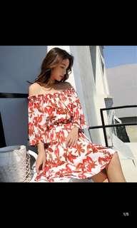 🚚 白色紅花平口連身短裙