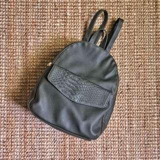 🇬🇧英國Atmosphere Backpack 墨綠色PU皮革背包