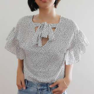 B19 WHITE POLKA RUFFLE SLEEVES