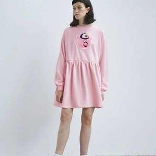 Lazyoaf  Lazy oaf小熊洋裝 粉紅洋裝 寬鬆oversize 日系可愛 美國潮牌還是英國 插畫家的牌子類似unif  布章熊