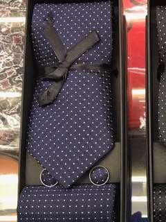BNIB Men Tie Cufflinks Pocket sq  Set