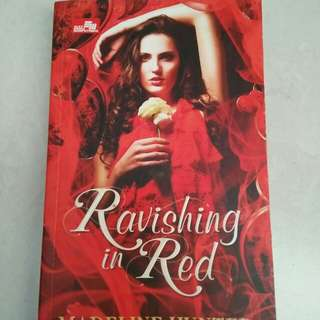 Buku novel Ravishing in red/ Madeline hunter