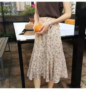 100%new 全新杏色碎花裙 橡筋腰