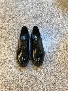 🚚 #亮面學生女鞋到貨囉 👉👉👉超強款 23.23/.24.24/.25 特$390