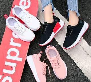 🚚 💖女版文青休閒鞋💖$499 💖休閒運動兩相宜💖 💖顏色:白色,粉色,黑色💖 💖尺碼:36. 37. 38. 39 💖 💖PS : 此版偏小,腳寬或腳背較有肉者,請選大一碼💖