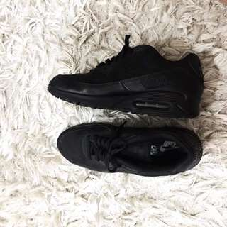 AIRMAX TRIPLE BLACK