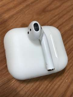 Apple AirPods Left (左耳)Only (No charger)