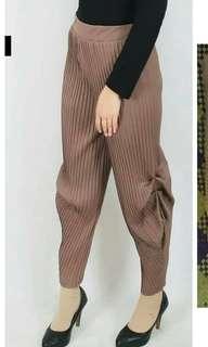Pleats Pants atau celana Aladin