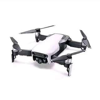 Kredit drone DJI Mavic Air bunga ringan