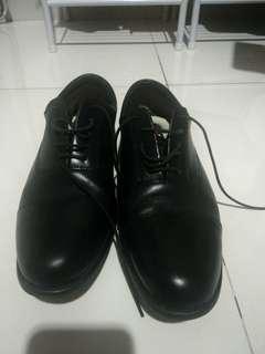 Dijual sepatu pantofel Clarks