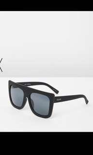 Quay cafe racer black glasses