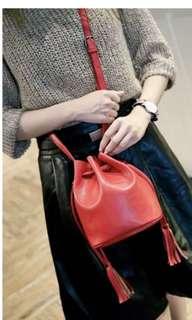 🚚 百搭紅色小水桶包