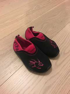 New Water Shoes - Size24 (great for beaches)