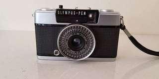VINTAGE OLYMPUS EE3 (Half Frame) w/strap and lens cap