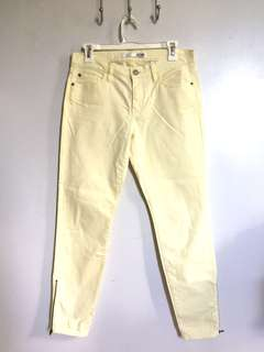 Brand new! Joe Fresh yellow ankle jeans w/ side zipper 26 27