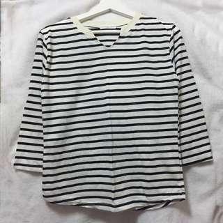 🚚 韓。黑白條紋七分袖上衣/小V設計