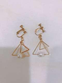 夾式三角珍珠耳環