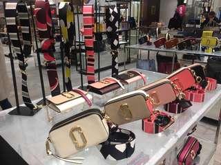 MJ Marc Jacobs 新款相機袋 相向拉鍊 多色選擇 歡迎查詢