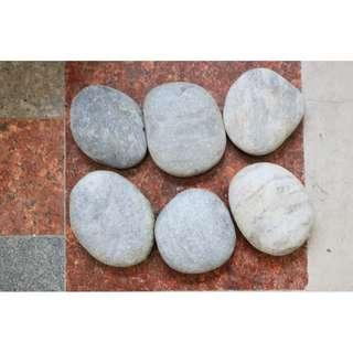 Big pebbles ( about  7cm to 8cm )  for landscaping or decoration