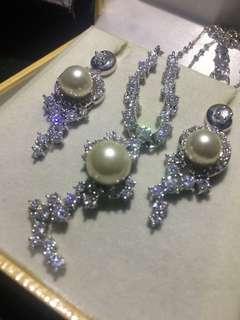 Perhiasan Monet Kalung & Anting