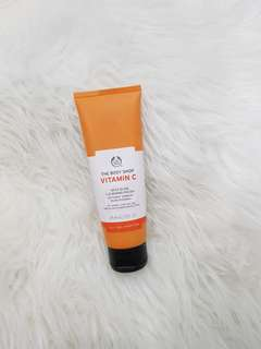 THE BODY SHOP VITAMIN C DAILY GLOW CLEANSING POLISH