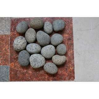 Small pebbles ( about  4 cm to 5 cm ) for landscaping or decoration