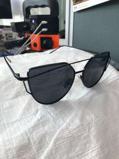 Kacamata hitam/Sunglasses