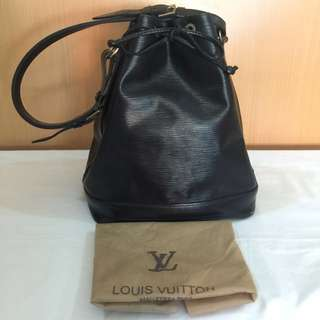 Pre Owned Authentic Louis Vuitton Large Epi Bucket Bag in good condition