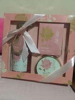 Sweet Pea Bath Gift Set