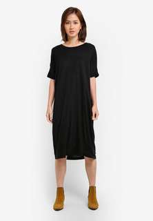 Black Lyro Short Sleeve Dress