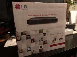 LG Blu-ray Disc / DVD Player BP450