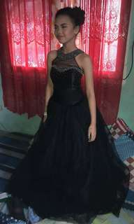 BLACK GOWN 600 FOR RENT
