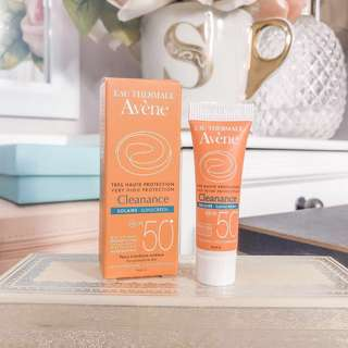 💛 Avene eau thermale cleanance solaire sunscreen spf50 • mattifying water resistant