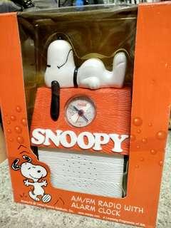 SNOOPY AM/FM RADIO WITH ALARM CLOCK