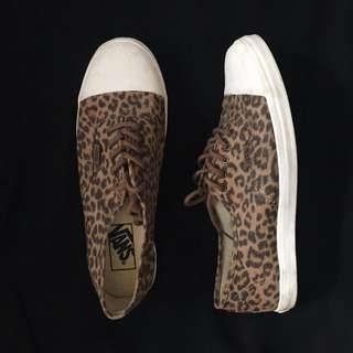 VANS Shoes (Size 8)