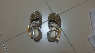 Toddler shoe with gold blink, ribbon with pearl.