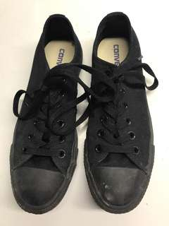 All black converse. Size 5 men's, 7 women's. Worn a couple times.
