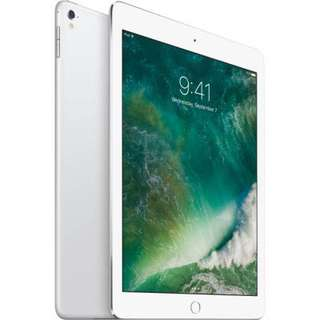 """iPad Pro 9.7"""" 256GB WiFi Silver with Original Smart Keyboard and Back Cover"""
