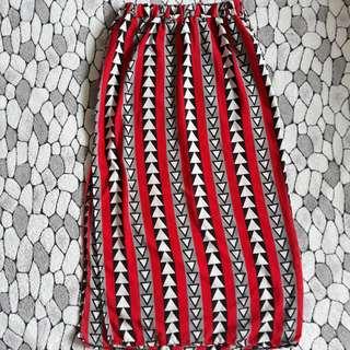 Red pattern slit skirt