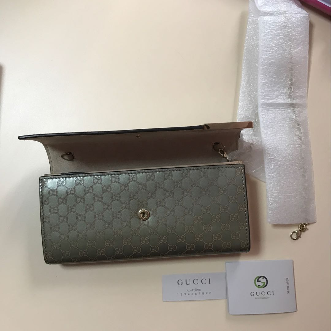 350bdc607f8c7c Authentic Gucci Dice Shiny Microguccissima Leather Chain Wallet, Gray/Light  Pink., Women's Fashion, Bags & Wallets on Carousell