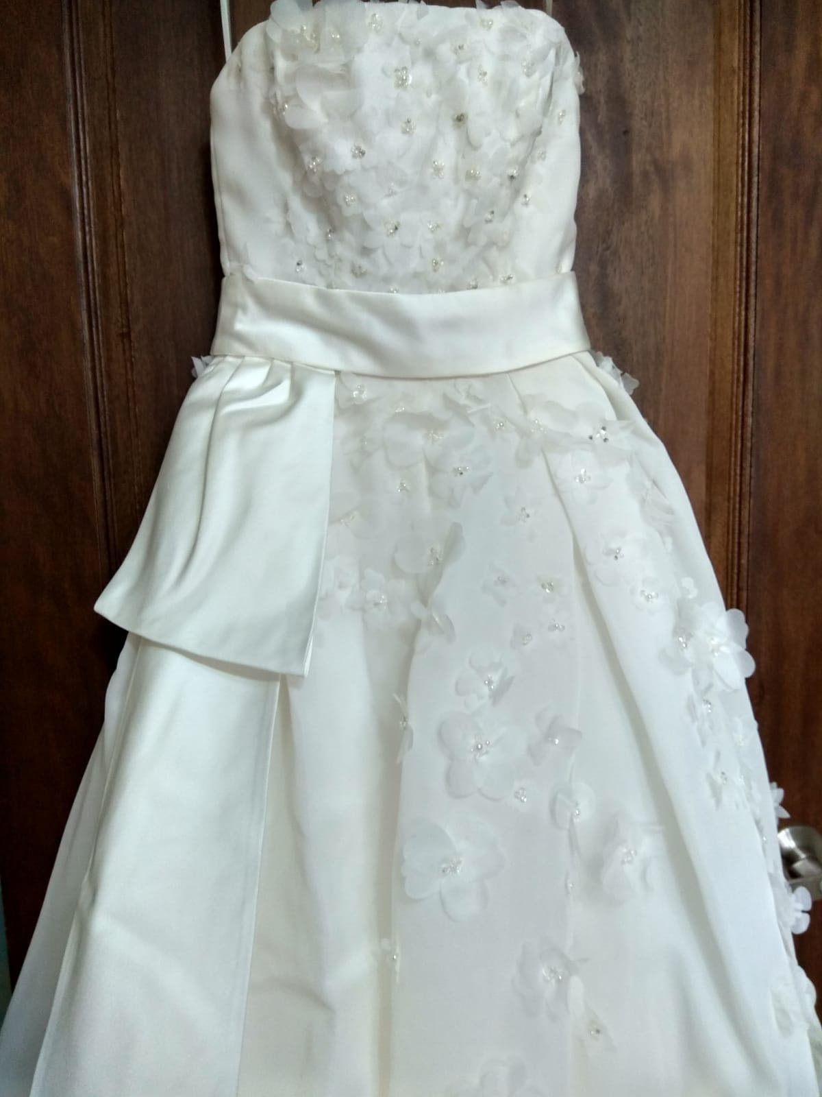 Beautiful Vera Wang Wedding Gown on Carousell