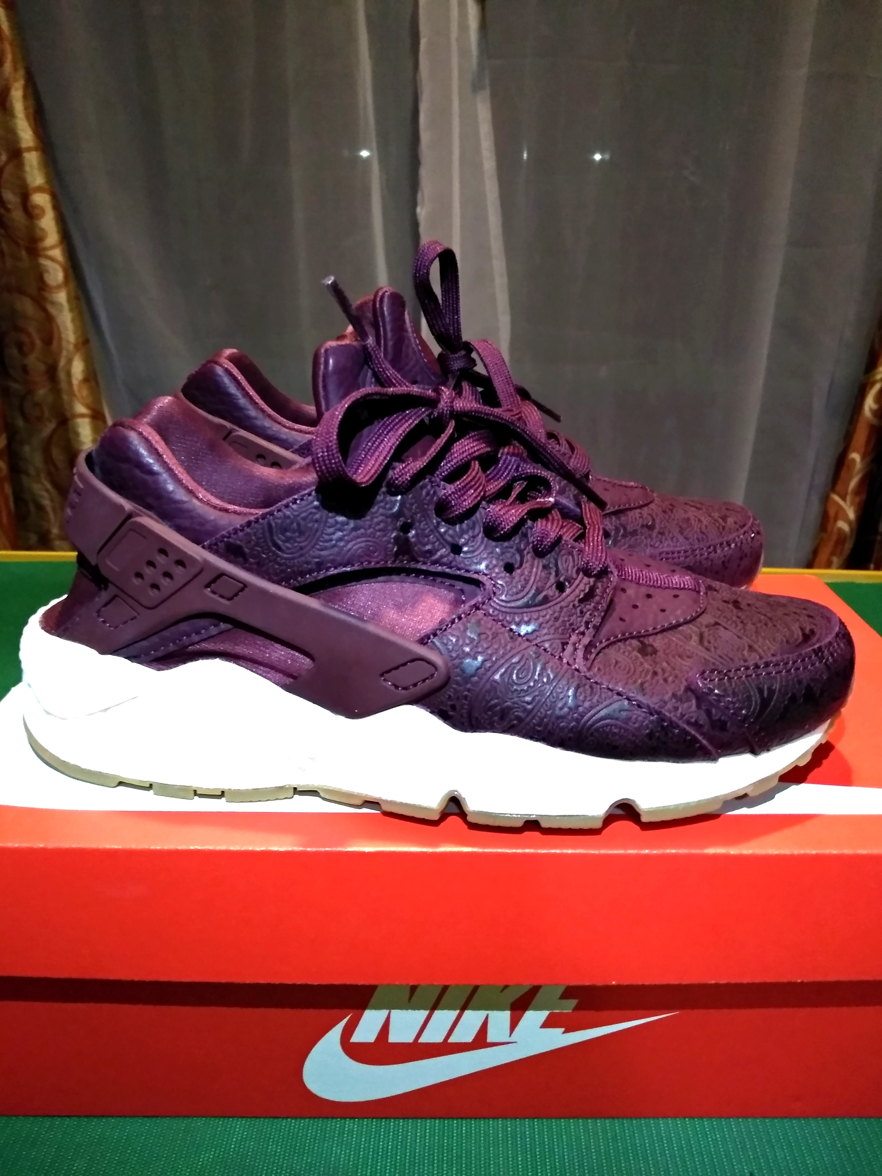 online store 0a601 06b36 Nike Air Huarache, Women s Fashion, Shoes, Sneakers on Carousell