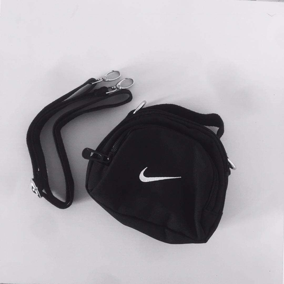f7b53b5f158b Nike Miniswoosh Shoulder Bag